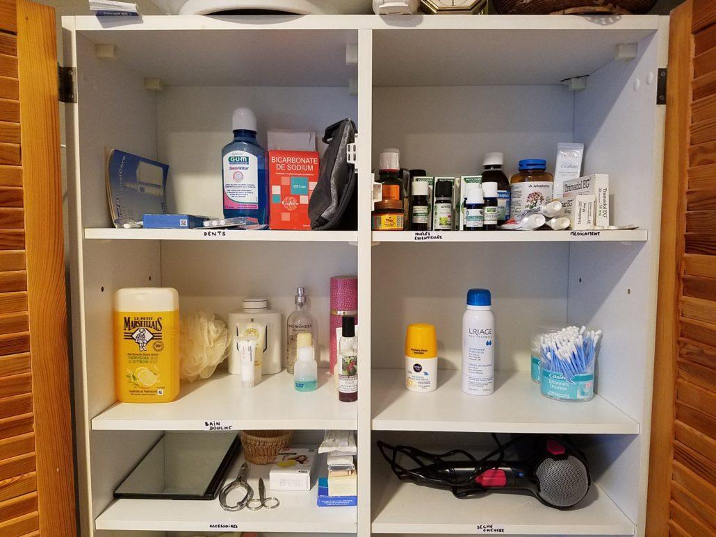 armoire de salle de bain après
